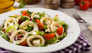 Calamari rings with tomatoes, lettuce, and cheese cubes
